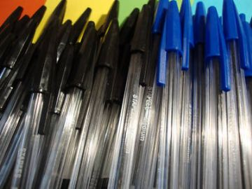 100 x BLUE & BLACK PENS MIX - CLEARANCE JOB LOT DEAL